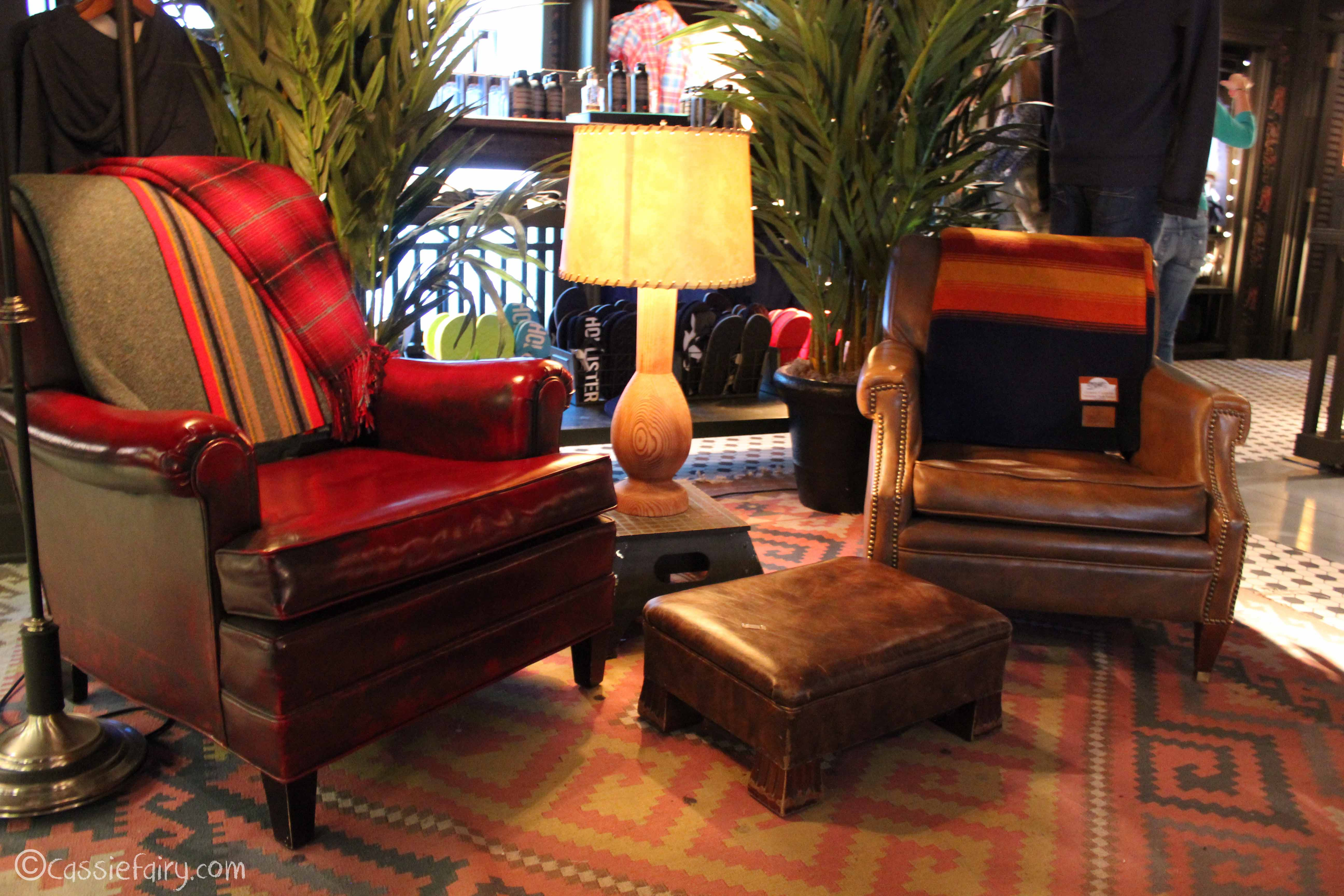 Hollister store interior design inspiration my thrifty for Design chair shop